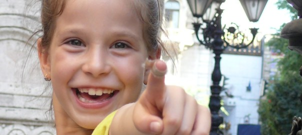 Nagy kislány Budapesten, une petite fille, a little girl